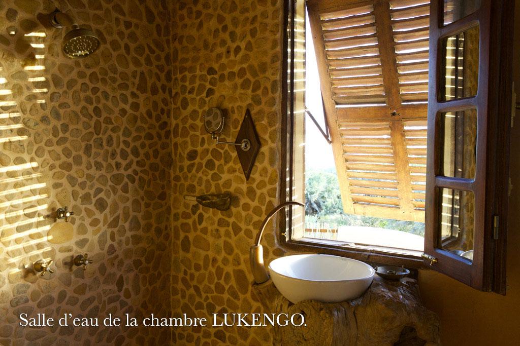 Salle-d-eau-de-la-chambre-LUKENGO-1 - Bakuba